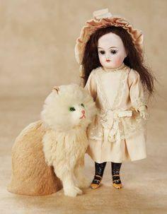 De Kleine Wereld Museum of Lier: 107 German Bisque Miniature Child by K*R with Kitten