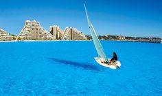 A maior piscina do mundo é muito maior do que você pensa. Em Algaborro, Resort San Alfonso del Mar, no Chile. Tudo o que eu queria neste calor!