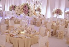 love the subtle color of the table linens with these florals