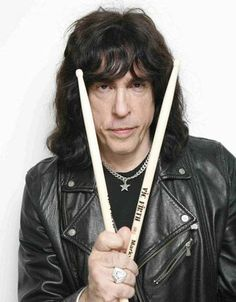 Marky Ramone returns to The Teddy Smith Rock'n Radio Music/Talk Show  The Teddy Smith Radio Show on WPAT 930 AM New York Bob O'Brien All Request Show on WPAT 930 AM New York of The Ramones   Early March on the Teddy Smith with Bob O'brien Reunion Classic  Our worldwide link www.wpat930am.com   The Ramones Joey Ramone Richie Ramone Johnny Ramone Cj Ramone  A James Petrecca Production with GIG Entertainment