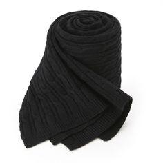 Today's Hot Pick :黑色℃ 清新麻花纹针织围巾 http://fashionstylep.com/P0000BCD/goofa/out 秋冬温暖的呵护,非针织围巾莫属! 柔和舒适的触感,在寒冷空气中尤为突出。 经典细长麻花纹,永恒不变的浪漫之作。 搭配各种风格的衣着,都有惊喜效果! -长款 -纯色 -麻花纹
