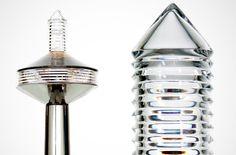 Ručně foukaná a broušená stolní lampa POLARIS. Design: Hanuš Horák 2012 (M.O.M)