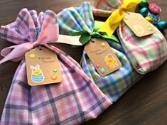 Cómo hacer bolsitas de tela sin coser Fabric Gift Bags, Baby Shawer, Bear Party, Goodie Bags, School Projects, Decor Crafts, Halloween Party, Christmas Holidays, Sewing Crafts