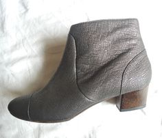 ~NEW LANVIN METALLIC TEXTURED LEATHER ANKLE BOOTS / BOOTIES (UBER CHIC!) ~ 40 #LANVIN #Boots