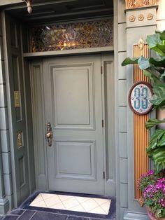 What's Disneyland's Club 33 like?