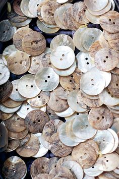 Vintage buttons in shades of white. Mother of pearl buttons Button Art, Button Crafts, Button Moon, Vintage Stil, Vintage Sewing, Paris Flea Markets, Passementerie, Paris Photos, Shades Of White