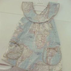 Delantal vintage que me hizo mi profe de Canastilla :) la tela mapamundi es <3 Tote Bag, How To Make, Baby, Clothes, Shopping, Dressmaking, Layette, Aprons, Spring