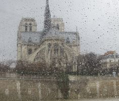 Parigi - Dietro la pioggia