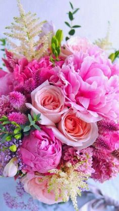 Pink And White Flowers, Bunch Of Flowers, Beautiful Flowers, Pink Flower Centerpieces, Peonies Centerpiece, Flowery Wallpaper, Rose Fuchsia, Wedding Reception Flowers, Flower Meanings