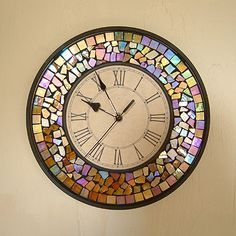 Mosaic Clock, I want to make one of these! Mirror Mosaic, Mosaic Diy, Mosaic Crafts, Mosaic Projects, Mosaic Glass, Mosaic Tiles, Fused Glass, Stained Glass, Glass Art