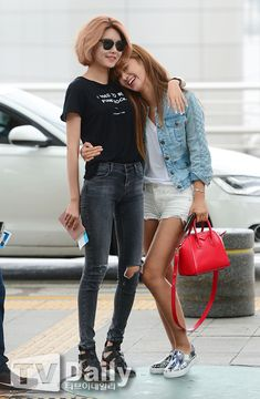 Sooyoung and Yuri Snsd Fashion, Asian Fashion, Girl Fashion, Korean Airport Fashion, Sooyoung Snsd, Kpop Mode, Girl's Generation, Kwon Yuri, Airport Style