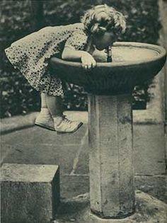 girl at fountain...stinkin cute!