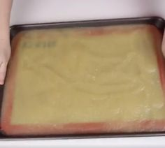 She pours applesauce on a baking sheet and prepares a perfect snack! – Kitchen – Tips and Tools rnrnSource by mamidifaucher Baby Food Recipes, Sweet Recipes, Cookie Recipes, Vegan Recipes, Fruit Roll Ups, 300 Calories, Baking Sheet, Desert Recipes, Food Design