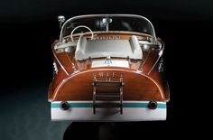 "The Riva Ariston ""Swift II"" and elegance - Italian Ways Riva Boat, Yacht Boat, Classic Wooden Boats, Classic Boat, Modern Classic, Boat Pics, Wooden Speed Boats, Chris Craft Boats, Classic Yachts"