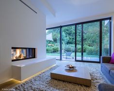 Nahtloser Übergang - Köln / Bonn: CUBE Magazin Home Decorating Ideas Bathroom House Inspiration, House Styles, House Design, Fireplace Design, New Homes, House Interior, Interior Architecture, Home Deco, Modern Fireplace