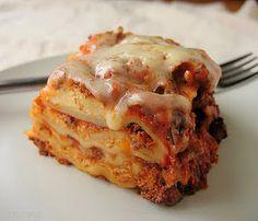 Crockpot Lasagna...1 lb meat cooked, 26 oz sauce, 1 c. water, 15 oz ricotta, 8 oz. mozarella, 1/2 c. parmesan, 1 egg, uncooked noodles