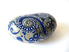 MALENA VALCARCEL: Piedras Pintadas / Painted Stones