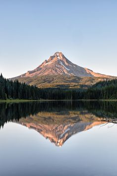 Reflections of Mt Hood Landscape Photography, Nature Photography, Travel Photography, Monte Fuji Japon, Nature Aesthetic, Nature Pictures, Pretty Pictures, Beautiful Landscapes, The Great Outdoors