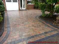 Front Garden Ideas Driveway, Front Porch Steps, Driveway Landscaping, Outdoor Landscaping, Block Paving Driveway, Brick Driveway, Driveway Design, Slate Patio, Patio Tiles