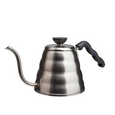 Harion Buono-kuumavesikannu nauttii sekä baristojen että muotoilun ystävien suosiosta, sillä siinä yhdistyvät elegantti ulkomuoto ja äärimmäinen funktionaalisuus. Japanilaisen kannun ohut nokka ja ergonominen kahva tekevät pour-over –tekniikasta helppoa: kuuman veden kaataminen kahvin päälle on vakaata ja tarkkaa.