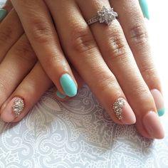 Hybrydy zrobione na paznokciach mojej siostry @krushini94 @ilovesemilac #ilovesemilac #semilac #semilachard #hybrydy #hybridnails #nudenails #lakierkoweszalenstwo