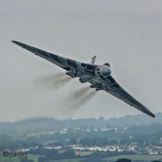 Avro Vulcan XH558 V Force, Avro Vulcan, Delta Wing, Old Lorries, Flying Boat, Army Vehicles, Jet Engine, Aeroplanes, Automotive Art