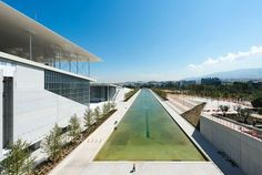 Italian architect Renzo Piano has finished a major new park, library and theatre complex in Athens, the Stavros Niarchos Cultural Centre. Cultural Center Architecture, Green Architecture, Amazing Architecture, Architecture Design, Renzo Piano, Stavros Niarchos, Parvis, Concrete Jungle, Reading Room