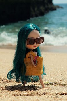 Blythe ◉◡◉ she is so cute, she is ready to spend the day at the beach