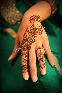 obsessed with henna. so beautiful.