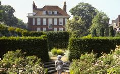 Fenton House - If Hampstead Heath is looking too crowded for a picnic, head over to nearby Fenton House, a National Trust-owned merchant's home that dates back to the 17th century. Here, you'll find a charming walled garden with lawns, an orchard and vegetable garden.