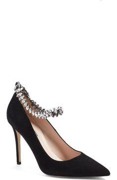 """Ya empezamos otra semanita más y una menos para la Navidad!!!!!. Sarah Jeesica Parker al más puro estilo de los """"manolos"""" ha sacado una colección de zapatos y bolsos. Esta confluencia d…"""