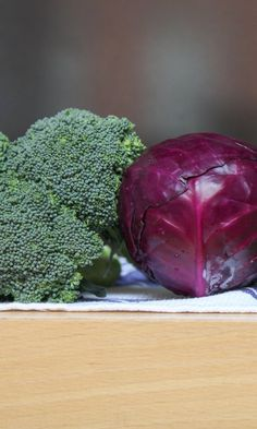 Here& how to make cruciferous veggies taste ridiculously delicious: Red Cabbage Salad, Green Cabbage, Vegetable Sides, Vegetable Recipes, Sauteed Vegetables, Veggies, Walnut Kernels, Basil Recipes, Carrots And Potatoes