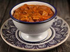 Gulas de ciuperci 100 Calories, Mushroom Recipes, Stuffed Mushrooms, Curry, Veggies, Soup, Cooking Recipes, Vegetarian, Yummy Food