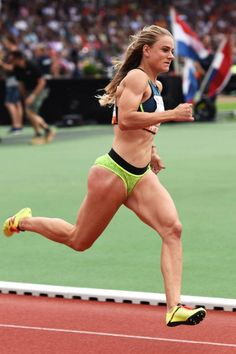 History has produced and seen too many records created by men and women of great capacity. Female Volleyball Players, Beautiful Athletes, Muscular Women, Sporty Girls, Action Poses, Female Poses, Track And Field, Athletic Women, Female Athletes