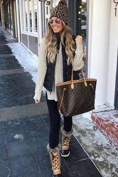 42 Trending Casual Winter Women Outfits To Look Fantastic, Winter Outfits,Winter is the coldest season beginning from December to February in the northern side of the equator and in the southern half of the globe from June t. Casual Winter Outfits, Cold Weather Outfits, Cute Fall Outfits, Winter Snow Outfits, Winter Wear, Outfit Winter, Winter Dresses, Women's Casual, Cozy Winter