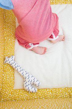 Trixie Baby boxkleed en playmat. Diabolo print, Lovely yellow.