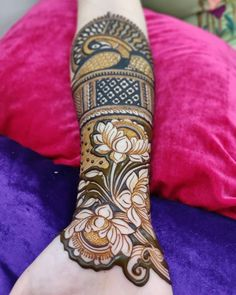 Mehndi is used for decorating hands of women during their marriage, Teej, Karva Chauth. Here are latest mehndi designs that are trending in the world. Peacock Mehndi Designs, Indian Henna Designs, Henna Art Designs, Mehndi Designs 2018, Stylish Mehndi Designs, Mehndi Designs For Girls, Mehndi Design Photos, Dulhan Mehndi Designs, Wedding Mehndi Designs