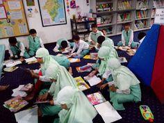 Perpustakaan Bunga Bangsa ƸӜƷ: Kegiatan English Class di ruang Perpustakaan