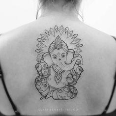 Clari Benatti is a tattoo artist and graphic designer based in Rio de Janeiro, Brasil. Using fine lines, dots, and sacred geometry patterns, she creates delicate and beautiful ornamental tattoo designs that are a delight to look at. Sleeve Tattoos, Body Art Tattoos, Tattoo Drawings, Hand Tattoos, Tatoos, Small Quote Tattoos, Small Meaningful Tattoos, Ganesha Tattoo Mandala, Ganesha Tattoo Thigh