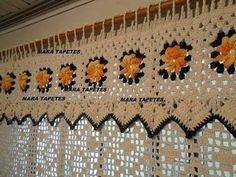 This Pin was discovered by Est Crochet Kitchen, Crochet Home, Crochet Crafts, Crochet Yarn, Crochet Flowers, Crochet Curtain Pattern, Crochet Curtains, Curtain Patterns, Crochet Patterns