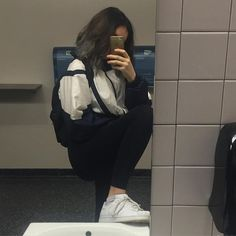 you only love for one's looks not heart Mode Instagram, Tumbrl Girls, Foto Casual, Looks Street Style, Insta Photo Ideas, Aesthetic Girl, Ulzzang Girl, Photography Poses, Korean Fashion