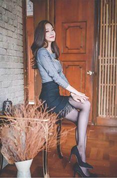 Korea Fashion, Asian Fashion, Asian Model Girl, Nylons And Pantyhose, Good Looking Women, Asian Hotties, Asian Celebrities, Beautiful Asian Girls, Beautiful Legs