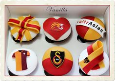 Galatasaray Cupcake. Taraftar doğumgünü Cupcakeleri. Takım Cupcake' leri. GS Cupcake. Cake Cookies, Cupcakes, Vanilla Cake, Tiramisu, Desserts, Recipes, Food, Birhday Cake, Pies
