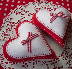 Beautiful gingham hearts... that would melt any woman's heart ♥♥♥♥♥