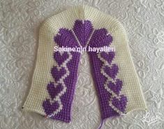 This Pin was discovered by Gul Crochet Sandals, Crochet Boots, Crochet Slipper Pattern, Crochet Patterns, Tunisian Crochet, Free Crochet, Shoe Pattern, Knitted Slippers, Mittens