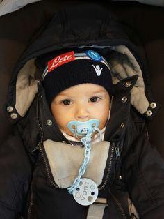 Con il cappello del Napoli calcio