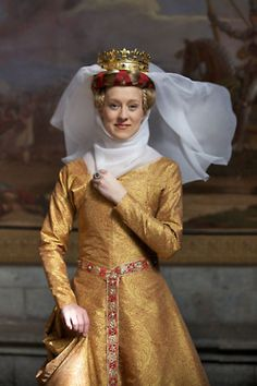 Reproduction of the golden dress of Queen Margaret I of Denmark from Duran Textiles