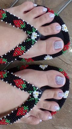 Jewelry Art, Jewellery, Fabric Bowls, Beadwork Designs, Native Style, Loom Beading, Fabric Flowers, Beaded Earrings, Flip Flops