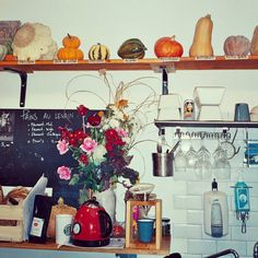 The ecological food store Le Zingam in Paris has a tiny kitchen with a pumpkin shelf showing off #Patisson, #JackBeLittle, #Patidou, #Acorn, #Potimaron, #Butternut and #FutsuBlack pumpkins.