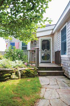 Keltainen talo rannalla: Väriä, rustiikkia ja vintagea